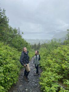 Tess Meklir hiking